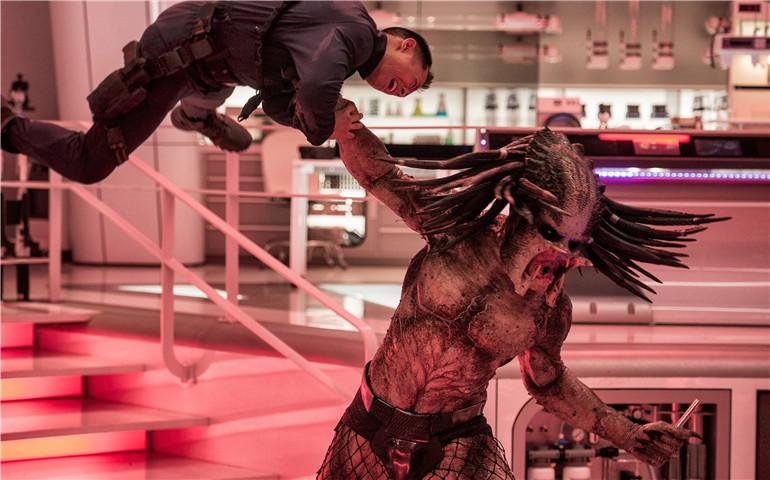 《铁血战士》定档10月26日 外星猎手重返地球