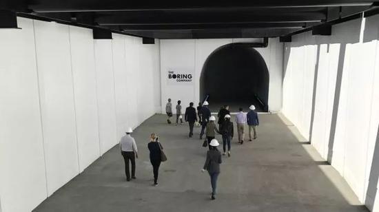 马斯克:首条地下高速隧道接近完成,12月10日开放