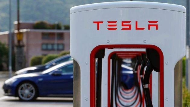 特斯拉计划打造超级充电站网络 马斯克称明年底数量会翻倍
