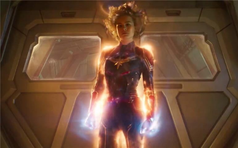 漫威《惊奇队长》发布全新预告 揭开漫威首位女性超级英雄的身世之谜