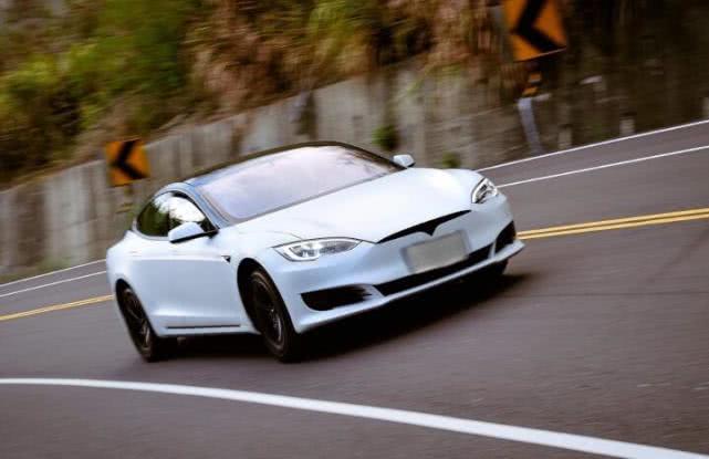 《消费者报告》称不再推荐Model 3,特斯拉股价下跌3.74%