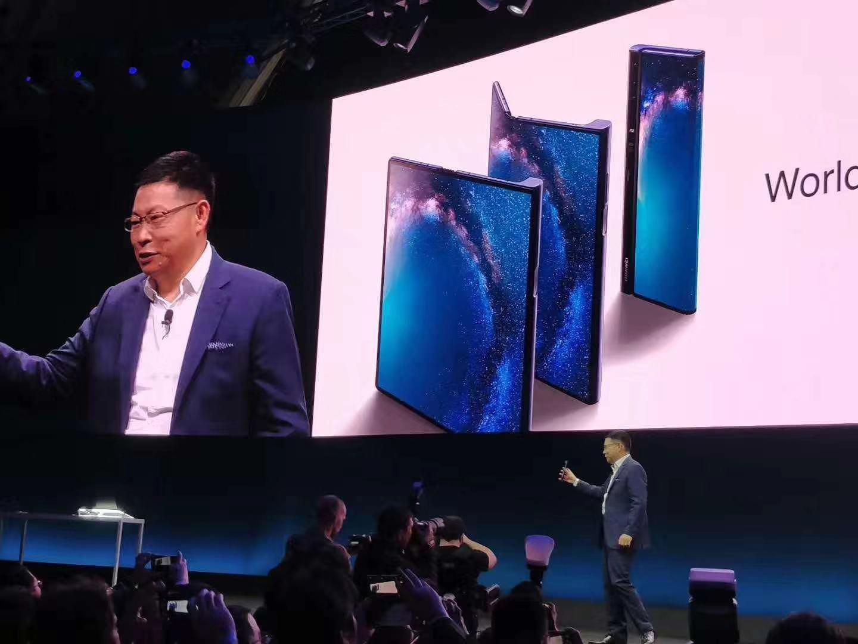 华为首款5G折叠屏手机Mate X发布 售价高达17500元