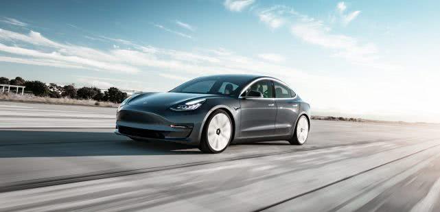 特斯拉基础版Model 3正式推出, 售价3.5万美元