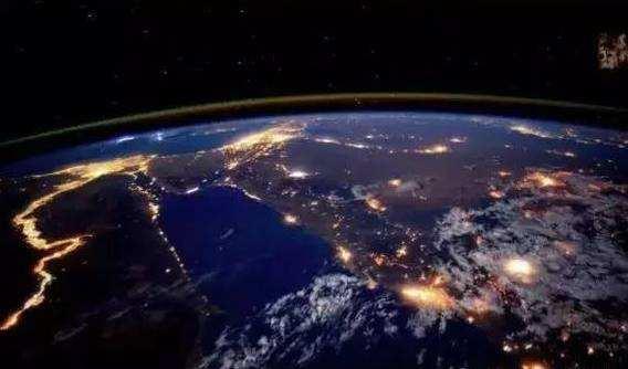 "SpaceX""龙""飞船成功返回地球 或7月份实现载人入太空"