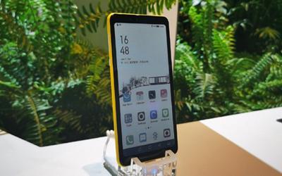 海信展示全球首款彩色水墨屏閱讀手機:支持5G