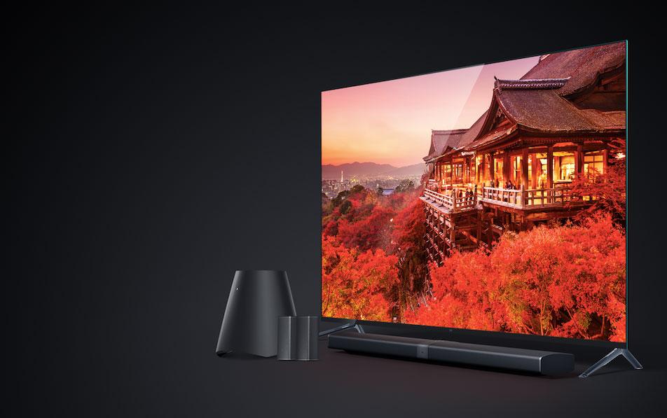 在此次發布會上,重點推出的是小米電視4,這款產品的機身只有4.9毫米,同時搭載一塊極窄邊框的4K屏幕,其底座也設計為透明隱形形式。小米電視4依然采用分體設計,包括4K分辨率的屏幕和小米電視主機。 小米電視4分為49、55和65三個英寸,其中65英寸的版本支持杜比全景聲技術。