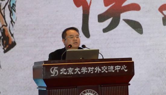 腾讯互动娱乐自研市场部、综合市场部总经理侯淼致辞。中国青年网通讯员 张普庆摄。