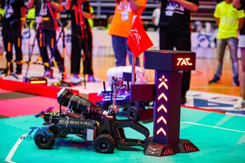 攻城夺旗,强者角逐——第十八届全国大学生机器人大赛ROBOTAC打响羊城