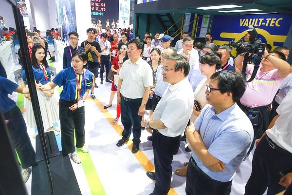 中宣部副部长梁言顺视察2019ChinaJoy盛趣游戏展台