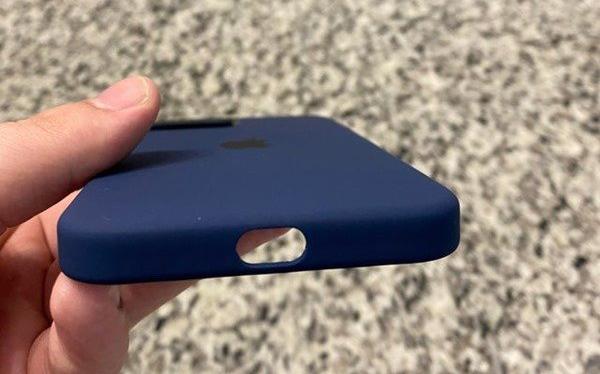 部分用户收到的 iPhone 12 MagSafe 保护壳没有扬声器开孔
