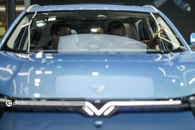 哪吒汽车第三款量产车哪吒V上市,售价区间为5.99万元-7.59万元
