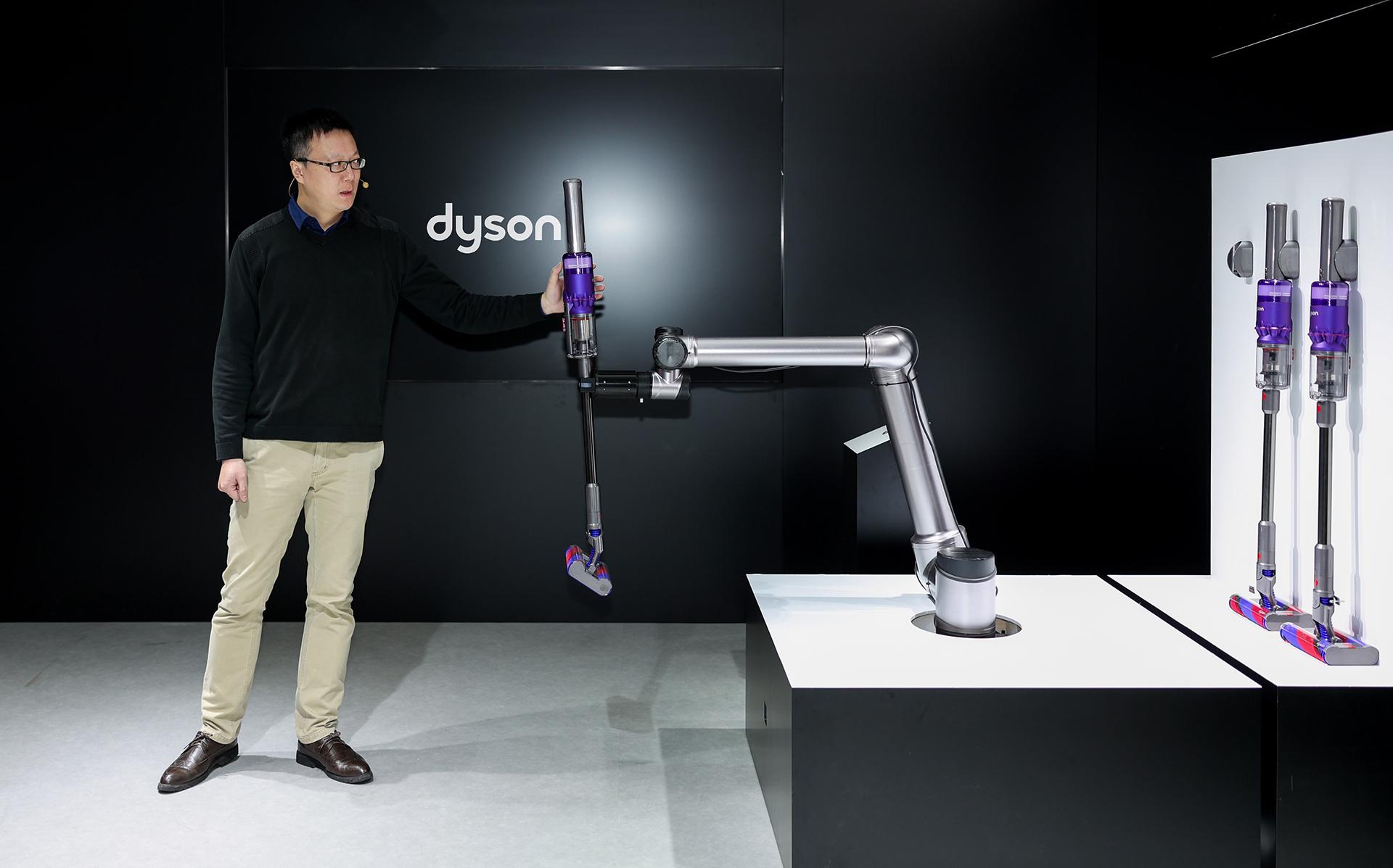 戴森正式发布 Omni-glide 万向吸尘器颠覆传统单向清洁方式,起售价 3390 元