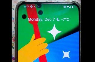 屏下摄像头+后置四摄 谷歌Pixel 5 Pro真机曝光
