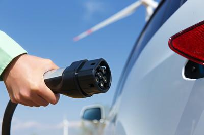 新华观点:警惕新能源汽车行业浮夸炒作风