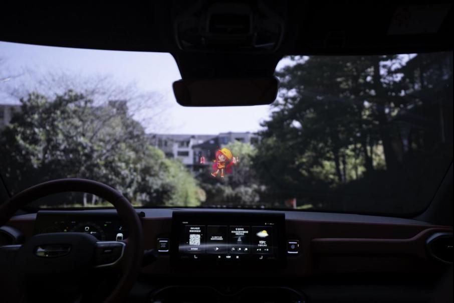 搭载全息空中成像科技 棱镜光娱携手吉利汽车发布智能全息座舱