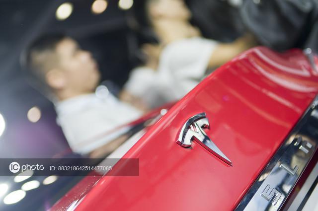 """郑州市市监局回应""""特斯拉车主车顶维权"""":特斯拉拒绝提供行车数据"""