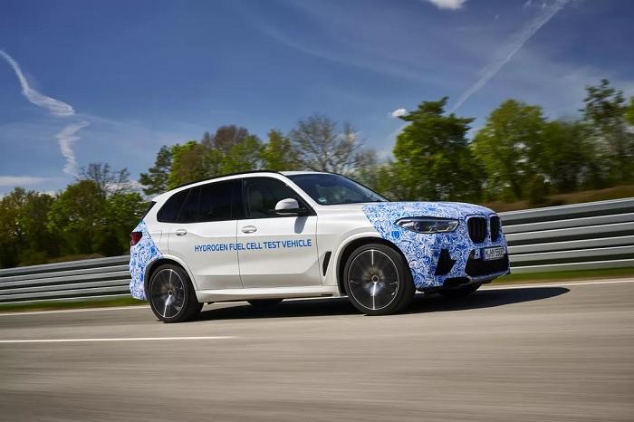 宝马氢燃料电池原型车BMW i Hydrogen NEXT开启实路测试
