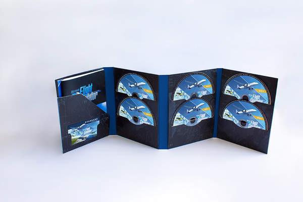 《微软飞行模拟》实体版内含10张双层光盘,内容丰富堪